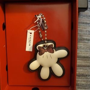 Disney X Coach Minnie Glove Hangtag